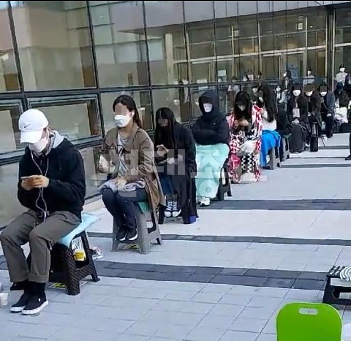 이만희 재판 방청위해 노숙하는 신천지 신도들